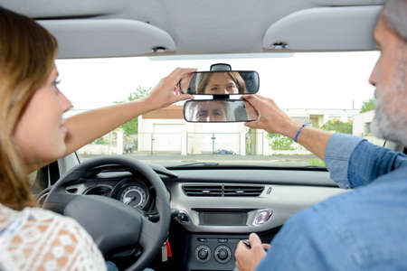 rearview: adjusting the rear-view mirrors