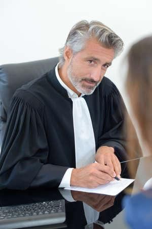 siervo: judge writing notes Foto de archivo