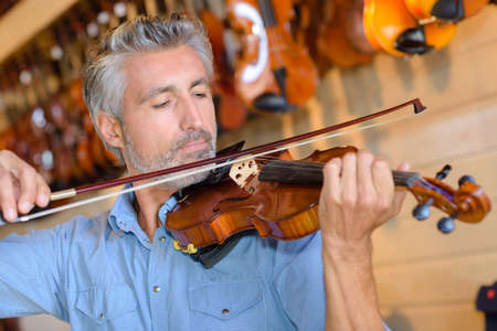 accoustic: testing the string of the violin