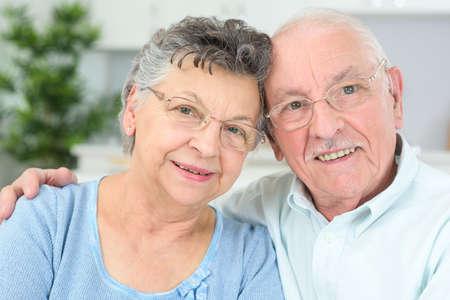 bejaarde echtpaar poseren Stockfoto