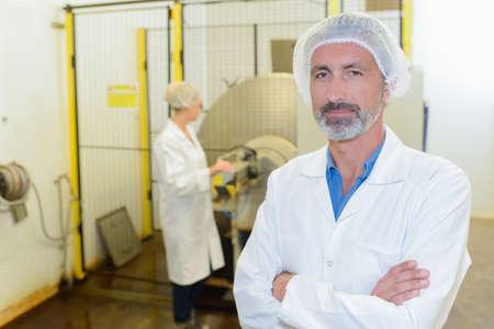 bata blanca: Scientist en su lugar de trabajo