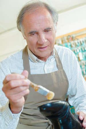 siervo: zapatero pintura