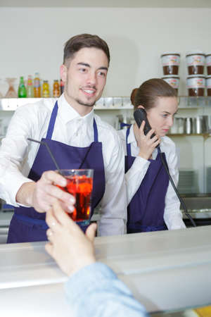 siervo: waitress and waiter working in bar Foto de archivo