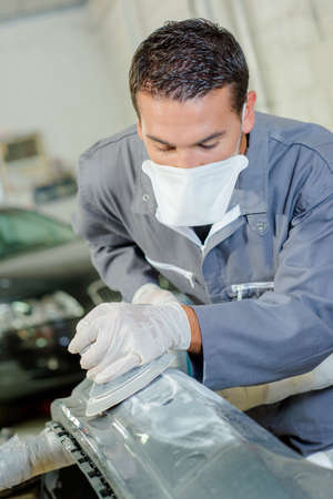 smeary: Mechanic using polishing machine