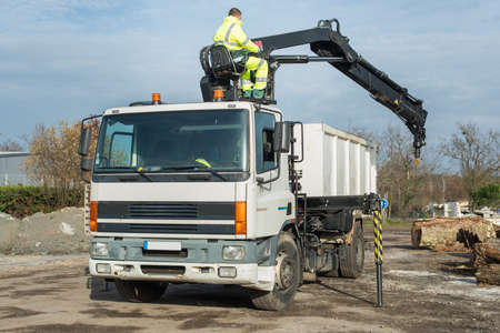 recycles: a man working on a lorry outdoors Stock Photo