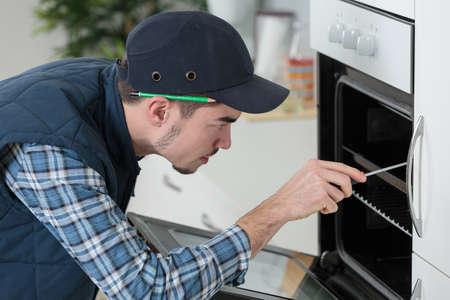 defective: checking a broken oven