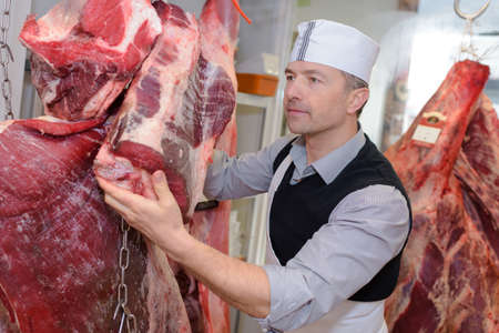 karkas: butcher with carcasses Stockfoto
