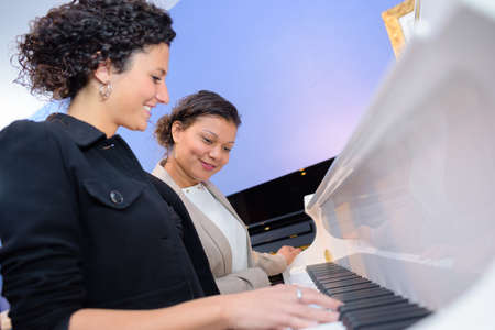 teaching material: playing the piano