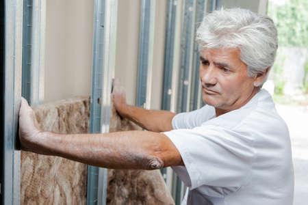 rockwool: Mason fitting wall insulation