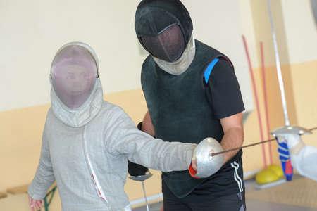 esgrima: Persona practicando la esgrima
