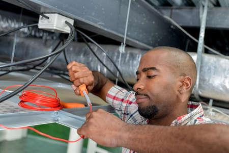 La fixation des câblages Banque d'images - 67024215