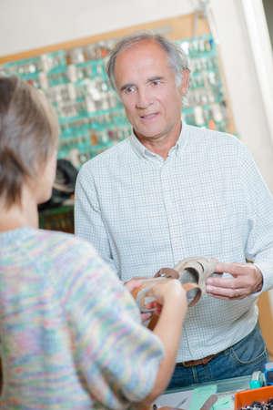 recieve: cobbler and customer
