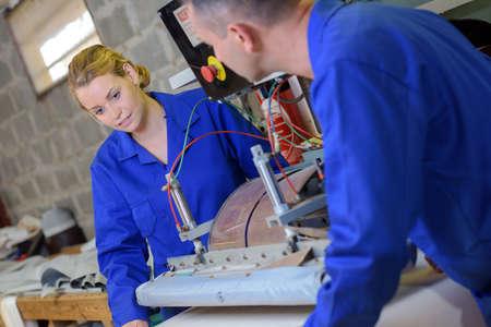 Ingénieur mécanicien à l'atelier Banque d'images - 67657037