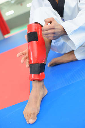 strapping: strapping the shin guard