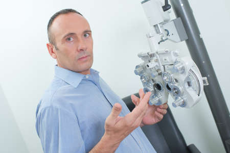 explanations: ophthalmologist giving explanations