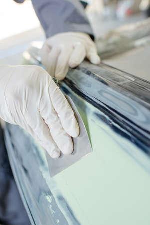 smoothen: Rubbing down filler on metal