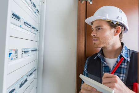 electric meter: lectura de contadores eléctricos Foto de archivo