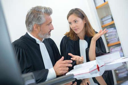 judges in discussion Banque d'images