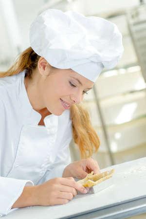 moulding: moulding the dough