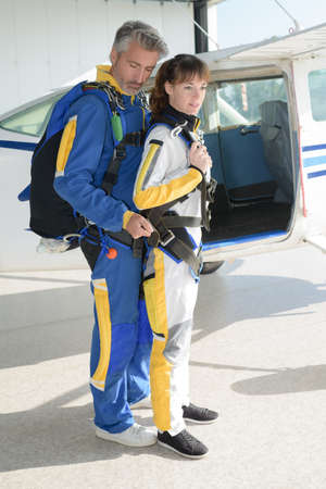 rigger: orientation before skydiving