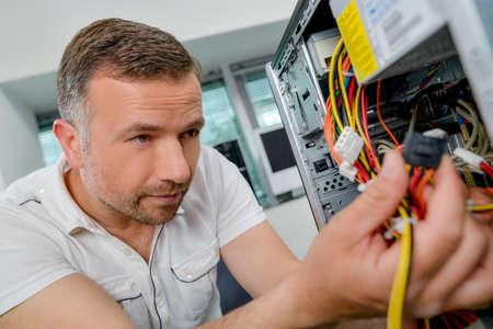 transistor: Tratando de arreglar su computadora
