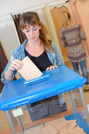 voting: Woman voting