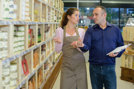 animosity: Manager instructing worker in store