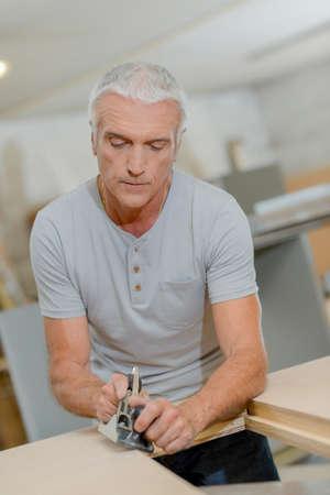 whittle: Carpenter planing