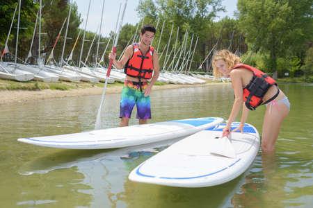 versuchen, das Paddle Board