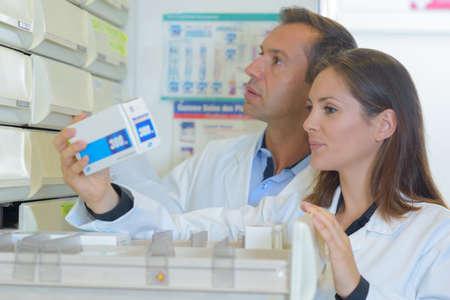 Farmacéutico, inspeccionar, stocsk
