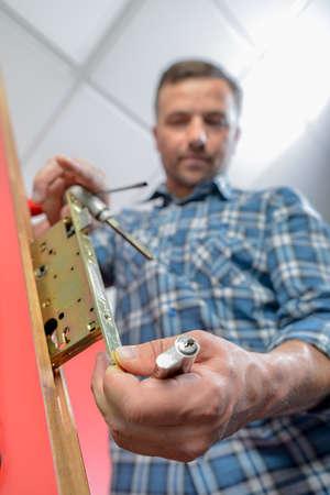 자물쇠 제조공
