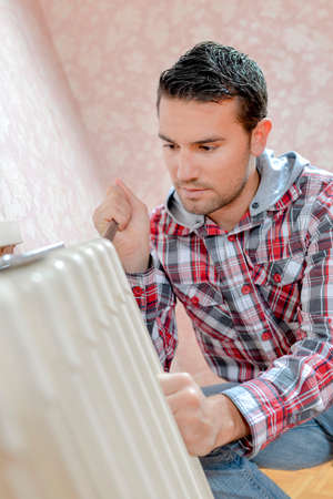 save heating costs: Repairing a radiator