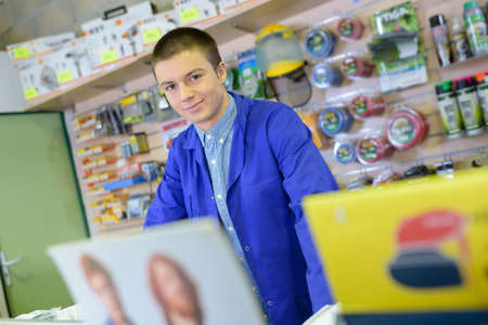Young male shopkeeper Imagens