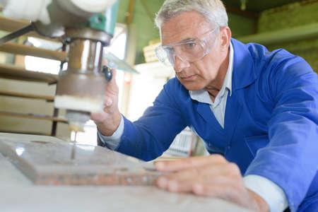 engraver: artisan at work