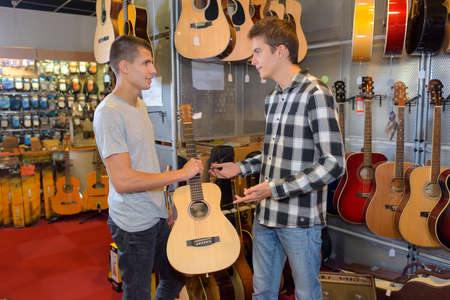 guiding in buying a guitar