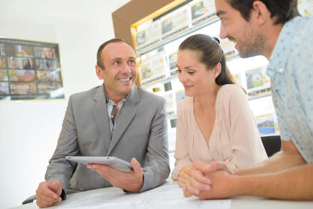 housing lot: meeting with the broker