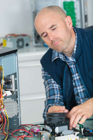 dismantle: Man repairing computer