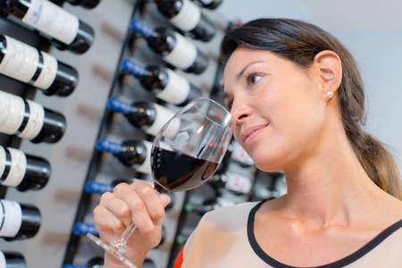 olfato: La mujer que huele el vino