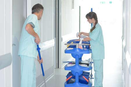 Reinigingsmiddelen op het werk in het ziekenhuis