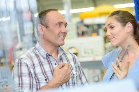 persuade: customer help in hardware store