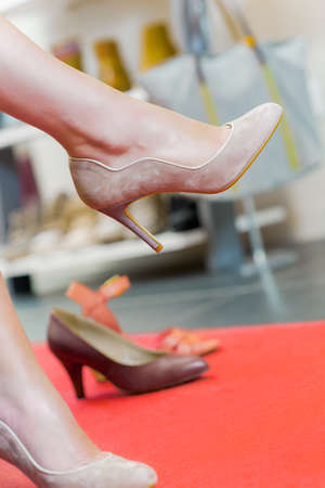 close fitting: Trying on shoes