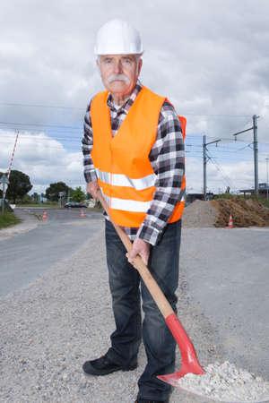 obrero trabajando: Trabajando en luces débiles