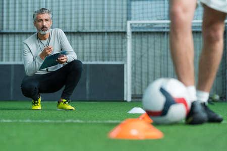 Voetbalspeler training voetballer