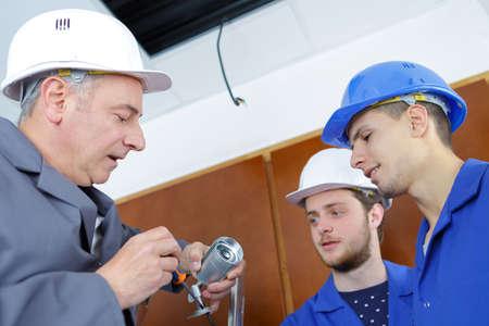 Apprentis électriques Banque d'images - 79024434