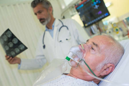 critical conditions: the breathing mask Stock Photo