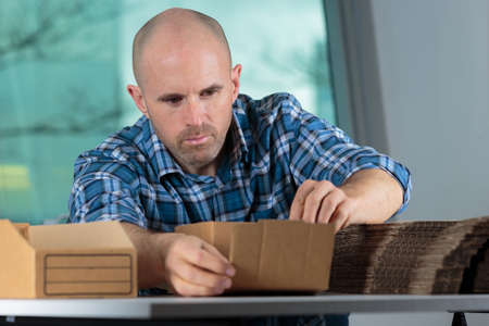 cardbox: delivery man counting boxes