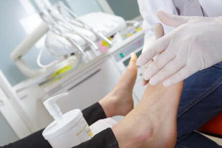 process of pedicure at beauty salon Foto de archivo