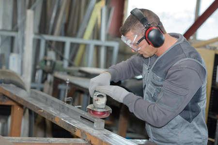 planos electricos: Carpintero lijar madera por lijadora de madera