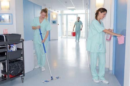 Schoonmaken in het ziekenhuis