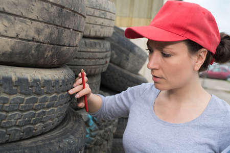 breaking: inspecting the tire Stock Photo